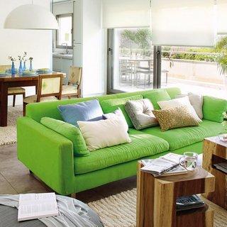 Living open space cu canapea verde deschis