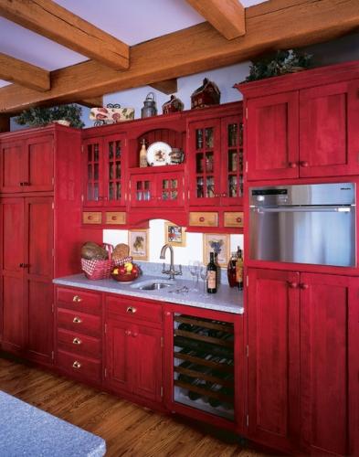 Mobila din lemn masiv pentru bucatarie vopsita cu rosu