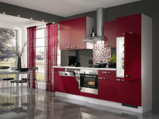 Bucatarie cu mozaic rosu gri si alb