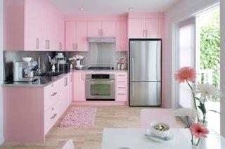Bucatarie cu mobila roz pal electrocasnice inox