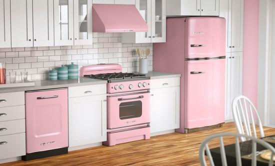 Electrocasnice roz bal si mobila alba bucatarie