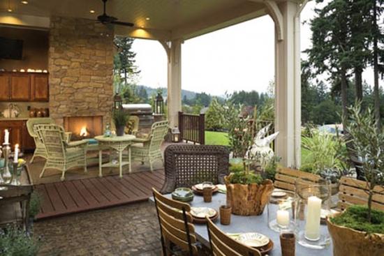 Terasa cu bucatarie si loc de servit masa