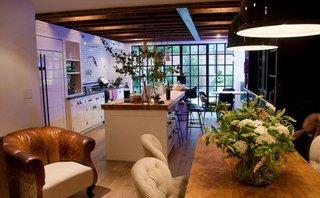 Amestec de stil rustic cu industrial pentru amenajare bucatarie open space