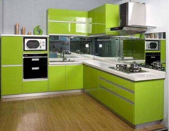 Bucatarie cu mobila verde fistic