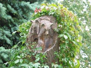 Trunchi de copac sculptat