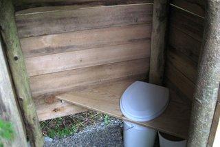 Interior toaleta in curte