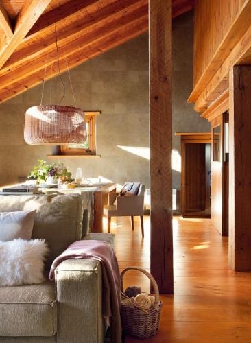 Living cu parchet masiv clasic din lemn de pin vopsit