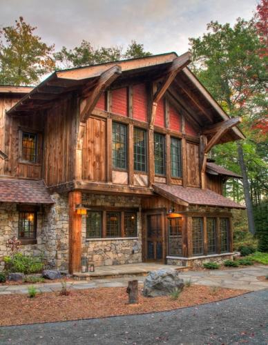 Casa din lemn cu aspect rustic
