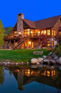 Casa pe structura din lemn cu mansarda