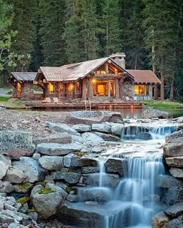 Decor rustic cabana din lemn la munte