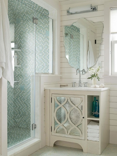 Amenajare moderna baie cu cabina de dus zidita partial