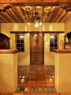 Terasa la intrarea in casa in stil spaniol mexican
