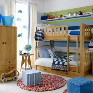 Camera pentru baieti cu diferite tonuri de albastru