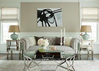 Living cu decor modern si canapea Chesterfield