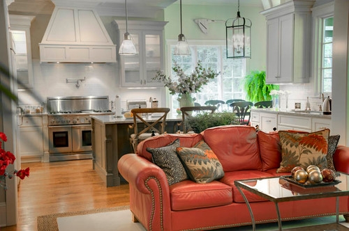 Living open space cu bucatarie si canapea model colonial din piele rosie