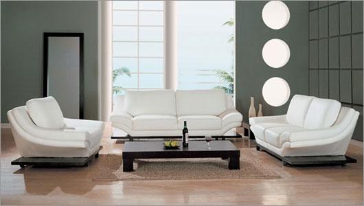 Living mobilat cu canapea si fotolii din piele alba