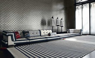 Canapea modulara cu dungi in interior alb si negru