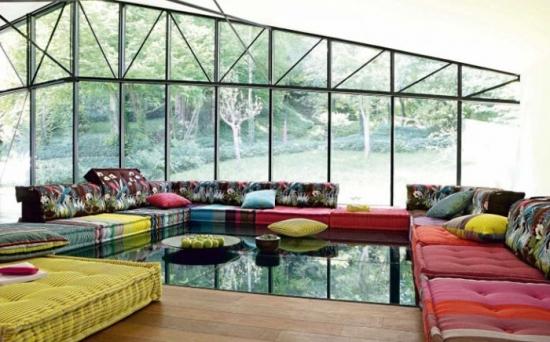 Canapea modulara mare pe toate laturile livingului