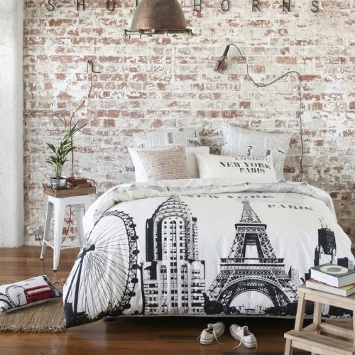 Caramida folosita pentru placarea peretelui de deasupra patului