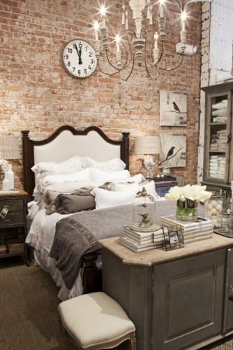 Perete de caramida expusa in dormitor
