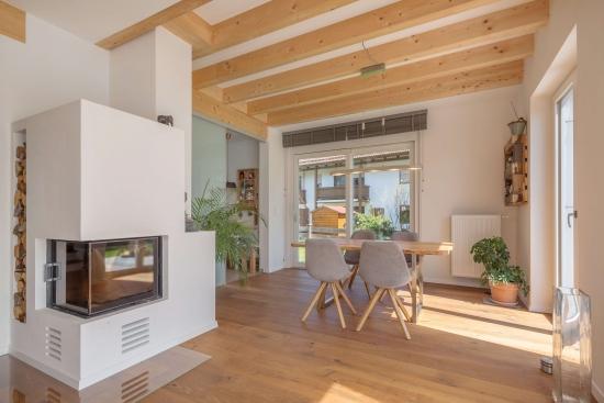 Living open space cu semineu electric