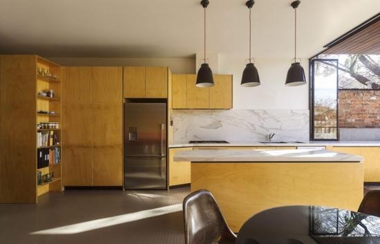 Interiorul bucatariei si sistemul de iluminat