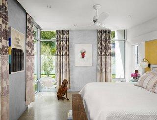 Galben gri si maro schema cromatica pentru dormitor