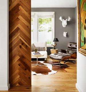 Usa culisanta din lemn pentru living