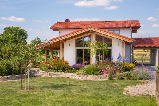 Casa frumoasa cu mansarda su 144 de mp utili