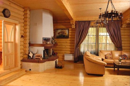Living casa din lemn