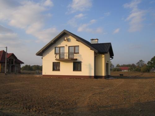 Casa cu balcon la mansarda din fier forjat