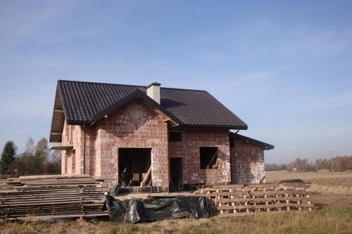 Constructie la rosu casa cu 5 dormitoare