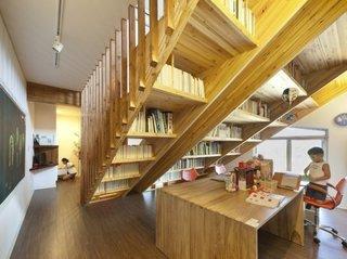 Amenajare biblioteca sub scari
