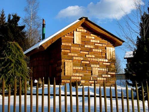 Casa Cartilor vedere exterioara constructie din lemn