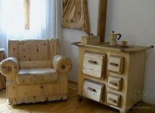 Fotoliu si soba sculptate in lemn