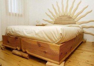 Pat sculptat in lemn in forma de carte