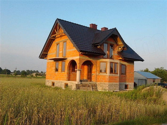 Casa semifinalizata construite din caramida
