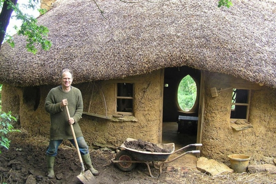 casa ecologica din lut si paie