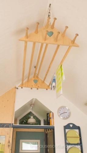 Suport din lemn pentru uscarea rufelor suspendat de tavan