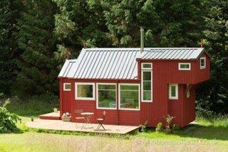 Terasa din lemn in fata casei