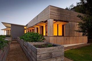 Anexa la casa placata cu lemn