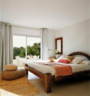 Idee de amenajare a unui dormitor matrimonial in stil mediteranean