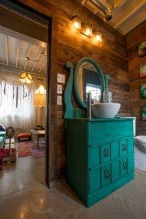 Baie de serviciu cu mobilier vintage
