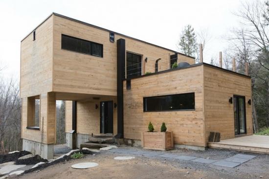 Casa realizata din 4 containere maritime - solutie eco pentru locuinte de vis