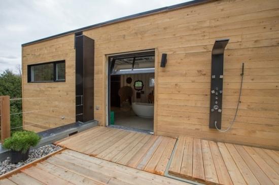 Terasa din lemn cu dus de vara