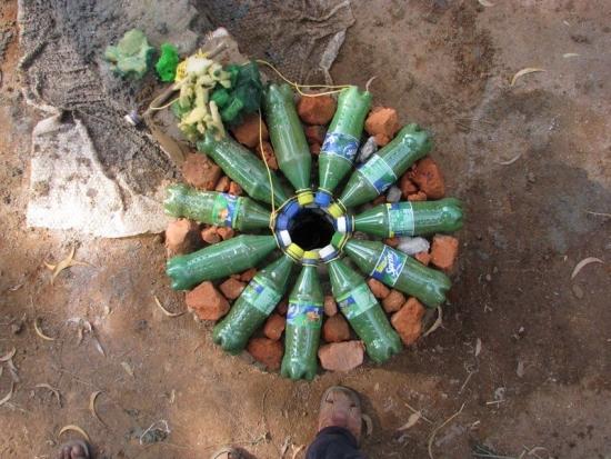 Pilon circular din sticle de plastic