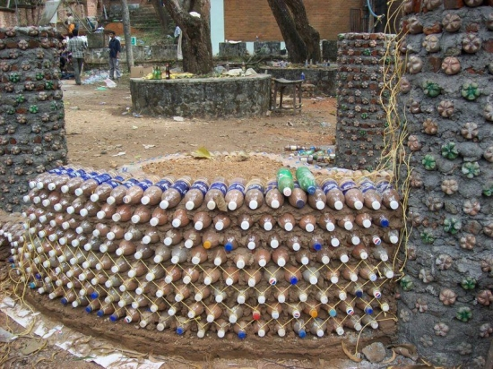 Ziduri din sticle de plastic