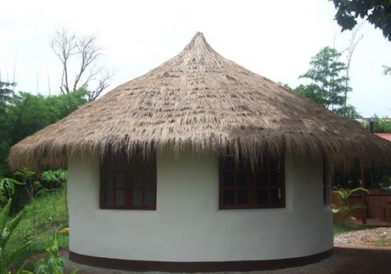 23. Casa din saci de pamant finalizata