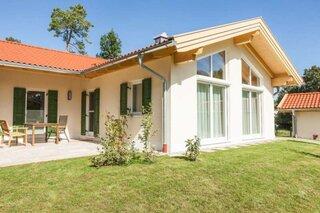 Casa in forma de L cu terasa amenajata