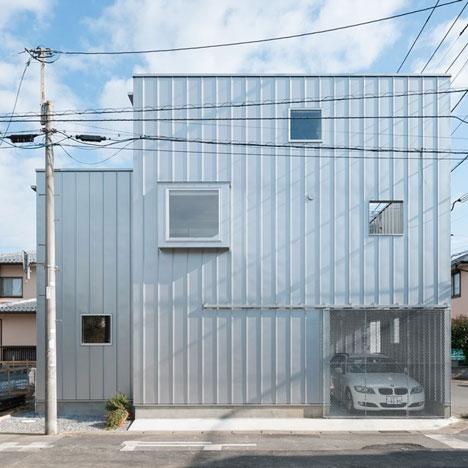 Casa micuta din lemn proiectata in stil industrial | Zici ca ar fi o FABRICA